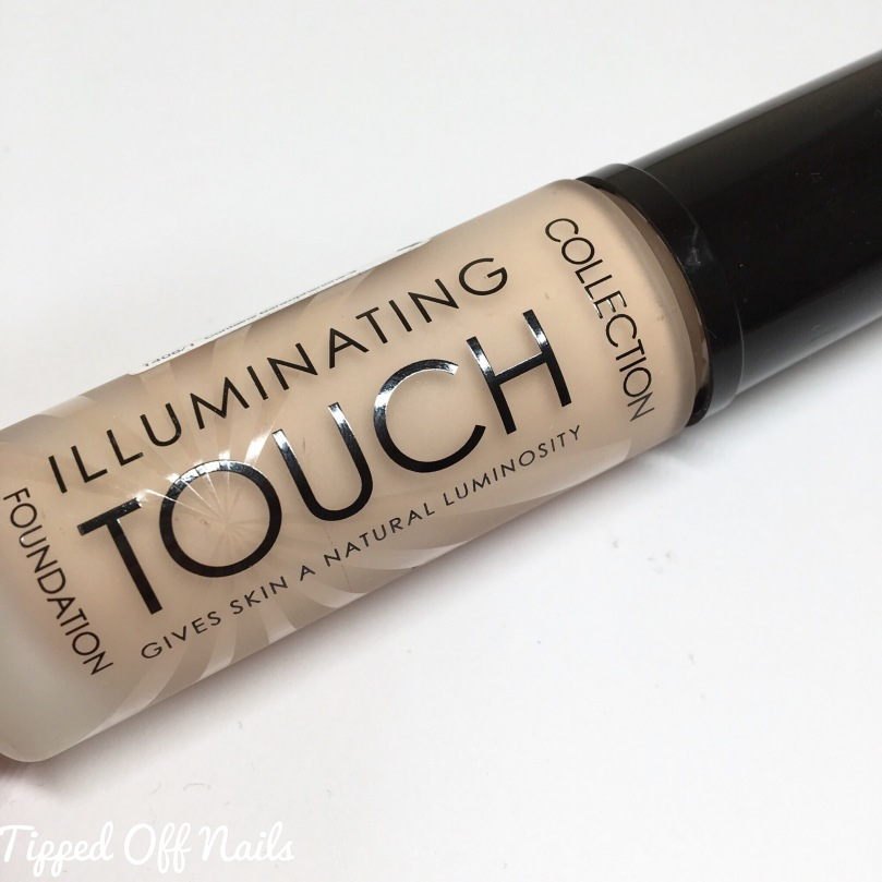 Collection Illuminating Touch Foundation Porcelain swatches