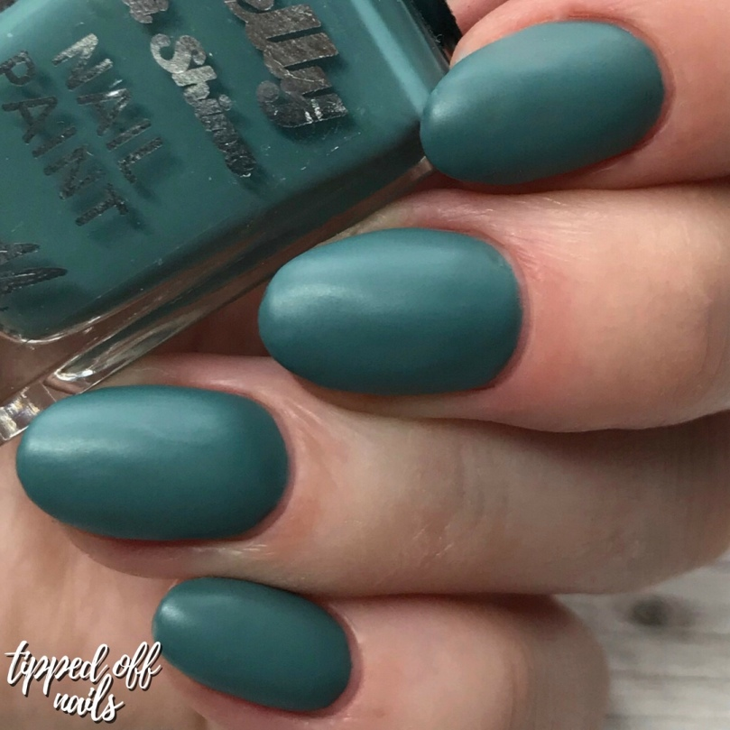 Barry M Gelly Hi Shine Spearmint Swatch